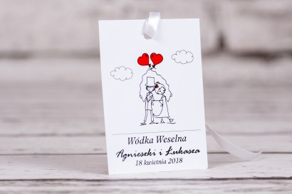 Zawieszki na butelki weselne, ślubne z kolekcji Bueno nr 6 - Para Młoda z czerwonymi balonami w nieformalnym stylu rysunkowym
