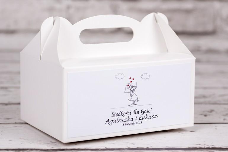 Pudełko prostokątne na ciasto weselne z kolekcji Bueno nr 8 - Rysunkowa zakochana para w objęciach miłości
