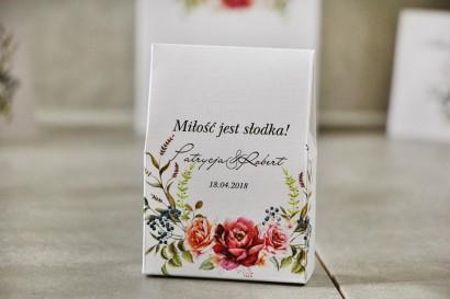 Pudełeczko stojące na cukierki, podziękowania dla Gości weselnych - Pistacjowe nr 11 - Chłodny bukiet bordowych róż