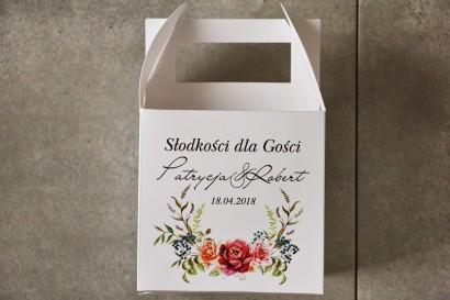Pudełko na ciasto kwadratowe, tort weselny - Pistacjowe nr 11 - Bukiet w chłodnych odcieniach bordo i różu