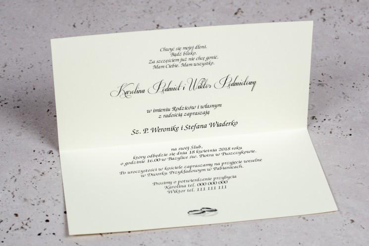 Wnętrze Zaproszenia ślubnego Moreno nr 1 - owinięte perłowo-złotą owijką z bogato zdobionym ornamentem i cyrkonią