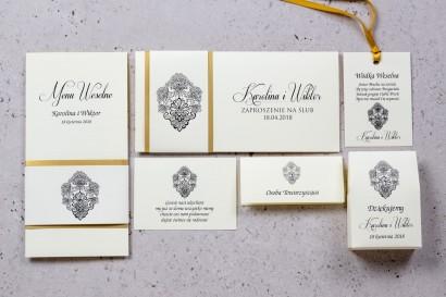 Zestaw próbny zaproszeń ślubnych Moreno nr 1 -  owinięte perłowo-złotą owijką z bogato zdobionym ornamentem i cyrkonią