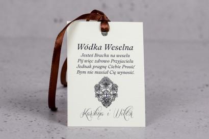 Zawieszki na butelki weselne z kolekcji Moreno nr 6 - W eleganckim stylu z ornamentem i cyrkonią
