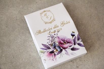Ślubne pudełeczko na słodkości dla gości weselnych z kolekcji Sorento nr 15 - z fioletowymi makami i lawendą