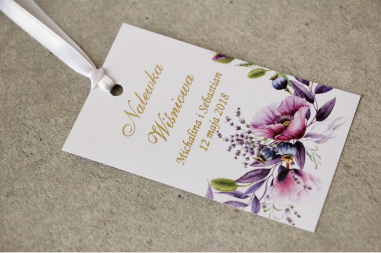 Zawieszka na butelkę, wódka weselna, ślub - Sorento nr 15 -  z fioletowymi makami i lawendą