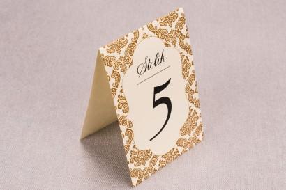 Ślubne numery stolików weselnych z kolekcji Madras nr  7 - ciepło brązowe ornamenty