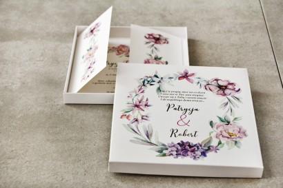 Efektowne Zaproszenie ślubne w pudełku - Pistacjowe nr 15 - Delikatny pastelowy wianek z fioletowymi kwiatami