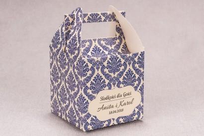 Ślubne pudełko na ciasto weselne kwadratowe z kolekcji Madras nr 2 - niebieskie ornamenty