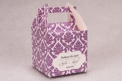 Ślubne pudełko na ciasto weselne kwadratowe z kolekcji Madras nr 8 - fioletowe ornamenty