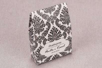 Ślubne Pudełeczko na słodkości dla gości weselnych z kolekcji Madras nr 1 - czarne ornamenty
