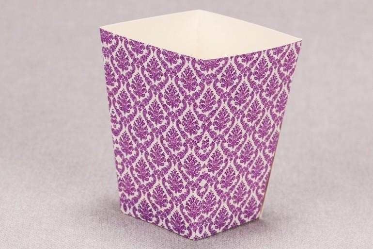 Ślubne pudełko na popcorn lub inne słodkości dla gości weselnych z kolekcji Madras nr 8 - fioletowe ornamenty