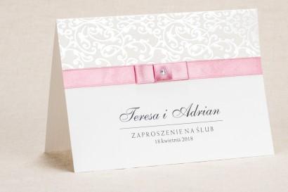 Klasyczne białe zaproszenia ślubne z elegancką koronką i akcentem jasnego różu - Klaris nr 4