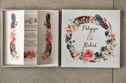 Efektowne Zaproszenie ślubne w pudełku - Pistacjowe 16 - W stylu boho z piórkami i różowymi kwiatami