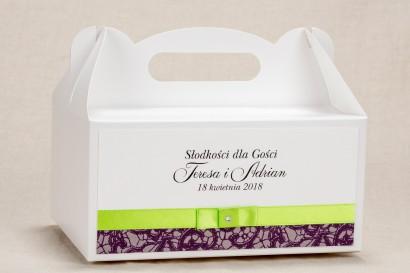 Ślubne Pudełko (prostokątne) na Ciasto weselne - Klasyczny wzór z elegancką fioletową koronką i kontrastującą zieloną kokardką