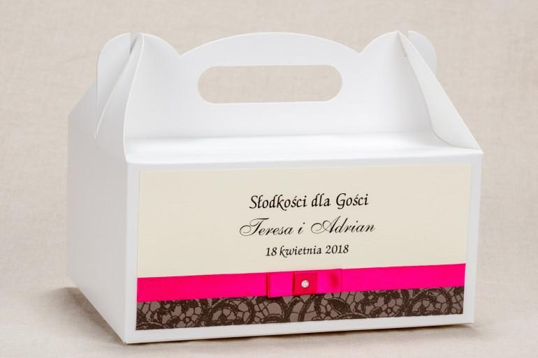 Ślubne Pudełko (prostokątne) na Ciasto weselne - Klasyczny wzór z ozdobną brązową koronką i intensywną amarantową kokardką