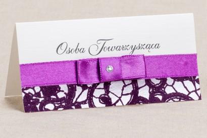 Ślubne winietki, wizytówki na stół weselny - Elegancki wzór z piękna fioletową koronką