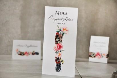 Menu weselne, ślub, stół weselny - Pistacjowe nr 16 - Wzór boho, pióra i różowe kwiaty
