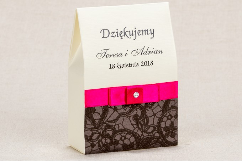 Ślubne pudełeczka na słodkości dla gości weselnych - Klasyczny wzór z brązową ozdobną koronką