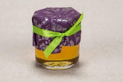 Ślubne słoiczki z miodem, słodki upominek dla gości weselnych - Klasyczny wzór z elegancką fioletową koronką