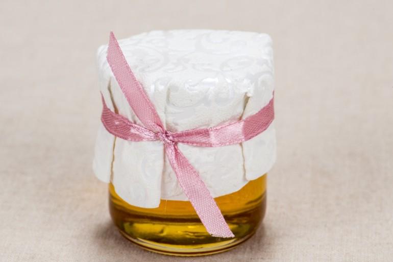 Ślubne słoiczki z miodem, słodki upominek dla gości weselnych - Elegancki wzór z piękną białą koronką