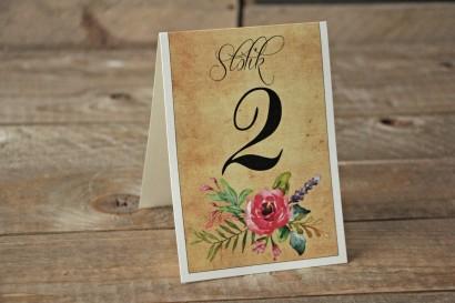 Ślubne numery stolików weselnych w stylu rustykalnym z kwiatami w stylu boho, kolor różowy - Karmelowe nr 1
