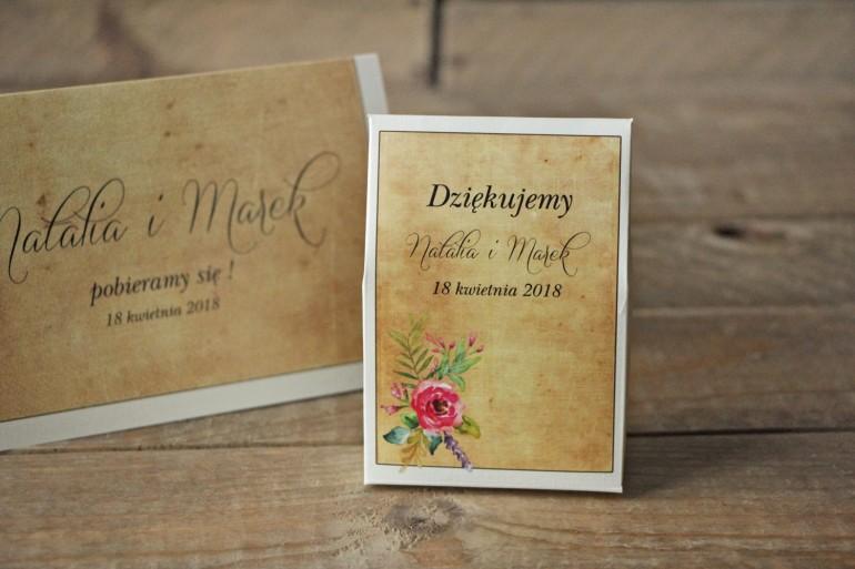 Ślubne pudełeczka na słodkości dla gości weselnych w stylu rustykalnym z kwiatami w stylu boho, kolor różowy - Karmelowe nr 1