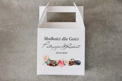 Pudełko na ciasto kwadratowe, tort weselny - Pistacjowe nr 16 - w stylu boho, pióra i różowe kwiaty