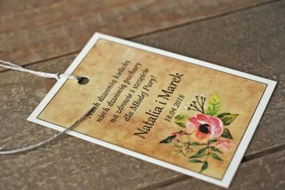 Rustykalne Ślubne zawieszki na butelki weselne z kwiatami w stylu boho - Karmelowe nr 1