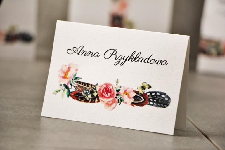 Winietki na stół weselny, ślub - Pistacjowe nr 16 - W stylu boho, pióra i różowe kwiaty
