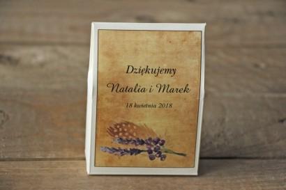 Rustykalne Ślubne pudełeczka na słodkości dla gości weselnych z piórkiem w stylu boho, kolor fioletowy - Karmelowe nr 3