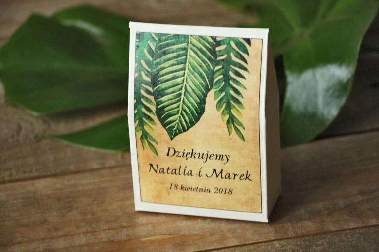 Zielone Ślubne pudełeczka na słodkości dla gości weselnych rustykalne z paprociami i zielonymi liśćmi w stylu greenery