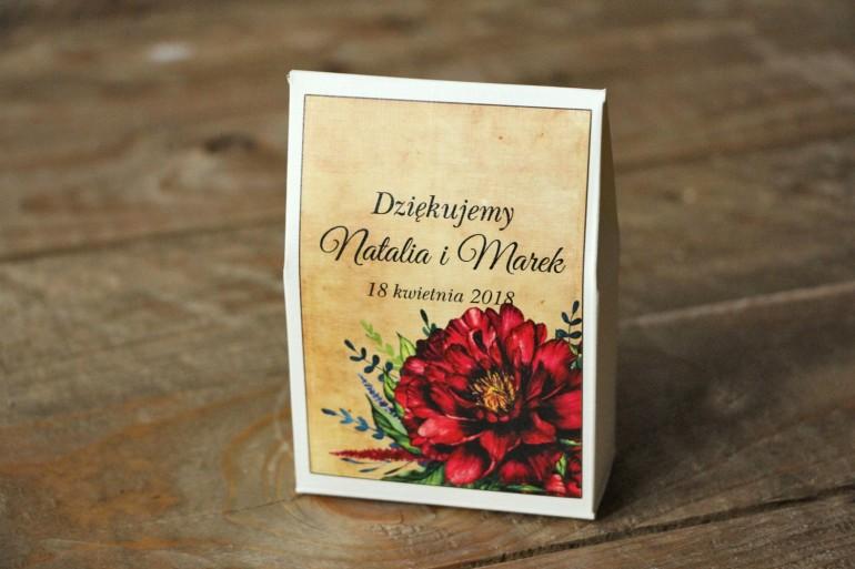 Rustykalne Ślubne pudełeczka na słodkości dla gości weselnych z bordowymi piwoniami - Karmelowe nr 6