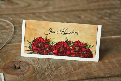 Winietki ślubne, wizytówki na stół weselny z bordowymi piwoniami - Karmelowe nr 6