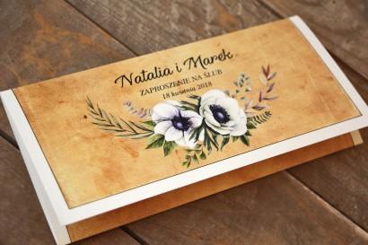 Rustykalne zaproszenia ślubne z białymi zawilcami (anemonami) - Karmelowe nr 7