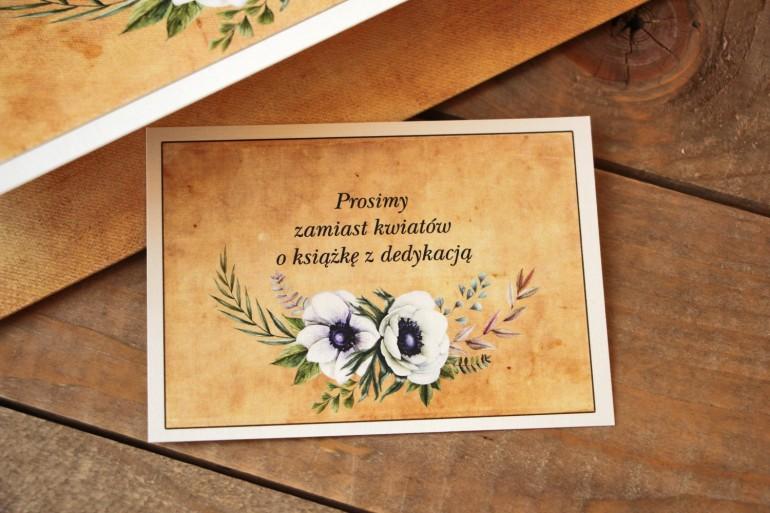 Rustykalny Bilecik do zaproszenia ślubnego z białymi zawilcami (anemonami) - Karmelowe nr 7