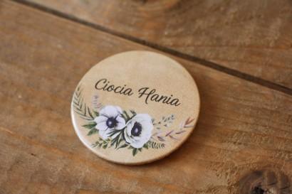 Rustykalne Ślubne przypinki dla gości weselnych z białymi zawilcami (anemonami) - Karmelowe nr 7