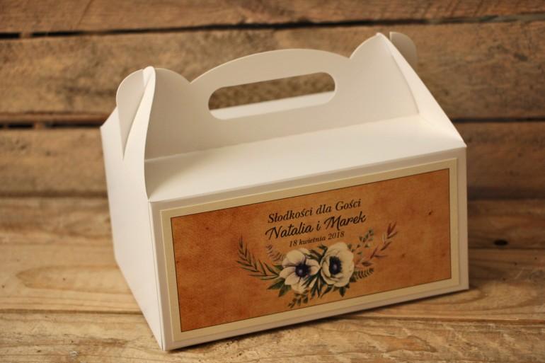 Rustykalne Pudełka (prostokątne) na Ciasto weselne z białymi zawilcami (anemonami) - Karmelowe nr 7