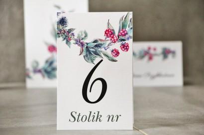 Numery stolików, stół weselny, Ślub - Pistacjowe nr 17 - Leśne owoce w chłodnych barwach