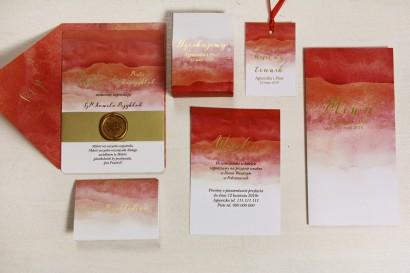 Czerwone, akwarelowe zaproszenia ślubne ze stemplem lakowym i złoceniem