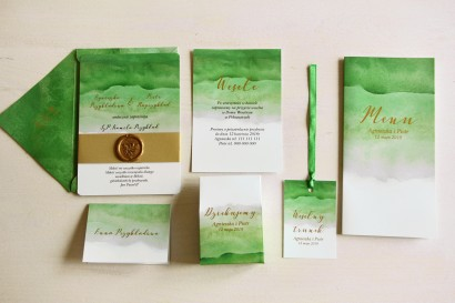Zielone, akwarelowe zaproszenia ślubne ze stemplem lakowym i złoceniem