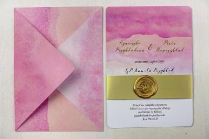 Różowe, akwarelowe zaproszenia ślubne ze stemplem lakowym i złoceniem
