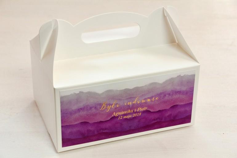 Fioletowe, akwarelowe pudełko na ciasto weselne ze złoceniem