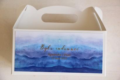 Niebieskie, akwarelowe pudełko na ciasto weselne ze złoceniem
