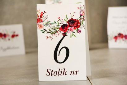 Numery stolików, stół weselny, Ślub - Pistacjowe nr 18 - Eleganckie róże w odcieniach bordo