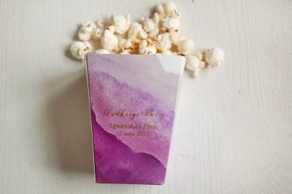 Fioletowe, akwarelowe pudełko na popcorn lub inne słodkości dla gości weselnych.  Podziękowanie dla gości weselnych, ślubnych.