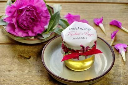 Słodkie upominki dla gości weselnych, ślubnych w postaci słoiczków z Miodem. Połączenie efektownych amarantowych piwonii