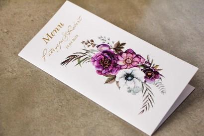 Fioletowe Menu Ślubne ze złoceniami   białymi anemonami, ciemiernikiem i cyniami, złote menu ślubne, weselne - Cykade nr 1