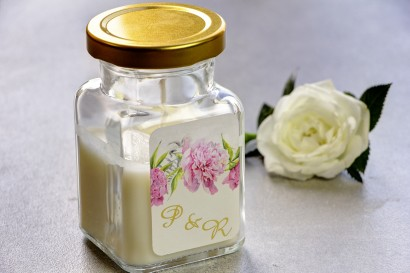 Świeczki - nowe podziękowania i upominki dla gości weselnych, ślubnych. Złocenie na etykiecie oraz grafika z piwonią i paprocią.