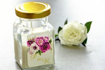 Świeczki - nowe podziękowania i upominki dla gości weselnych, ślubnych. Złocenie na etykiecie oraz grafika.