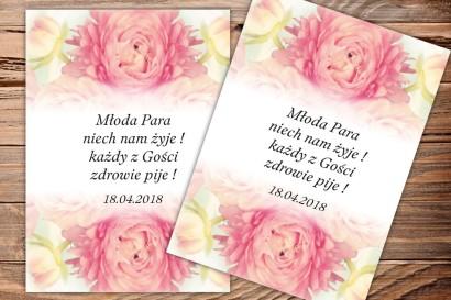 Etykiety samoprzylepne na butelki weselne, ślubne - wzór z piwoniami w kolorze jasnego różu.